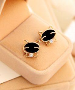 Zwarte kat met strikje oorbellen